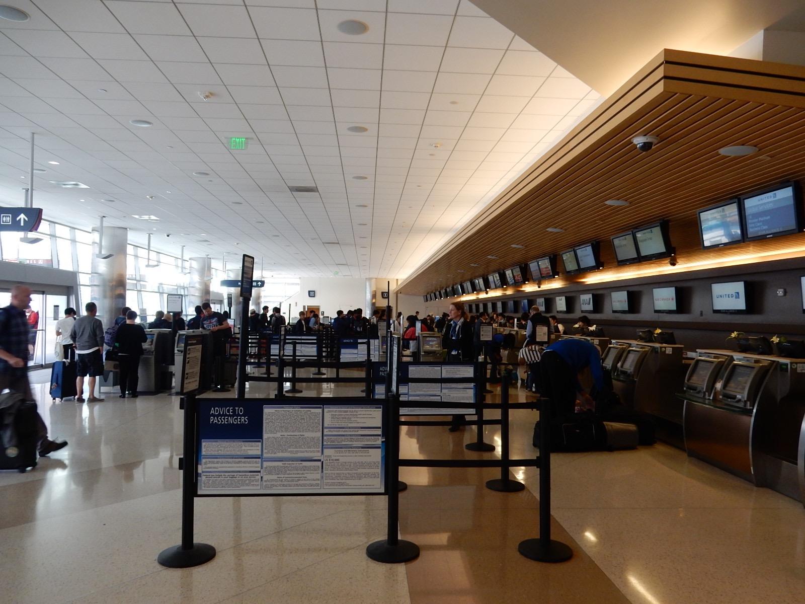 サンノゼ国際空港(SJC)の機窓か...